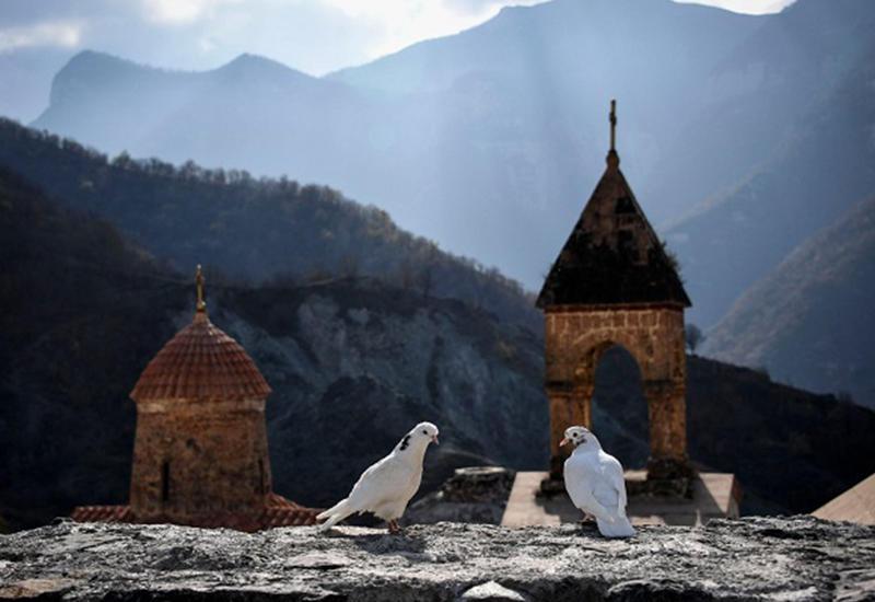 Монастырь Худаванк - это албанская святыня, не имеющая отношения к армянам!