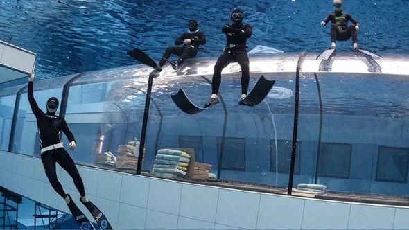 Открылся самый глубокий бассейн в мире