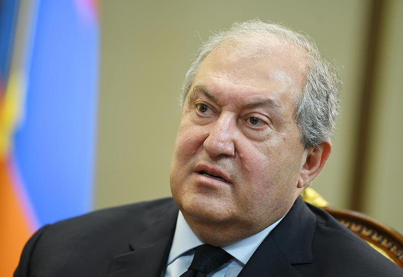 Президента Армении в Москве встретили с криками
