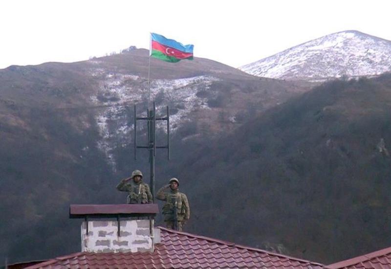 В освобожденном Кельбаджаре поднят флаг Азербайджана