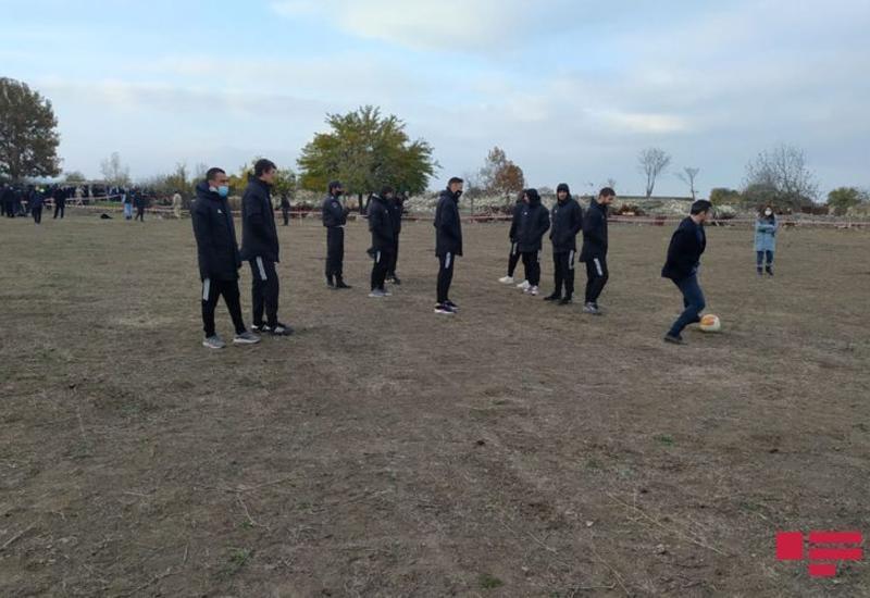 ФК «Карабах» в Агдаме сыграл в футбол с Хикметом Гаджиевым