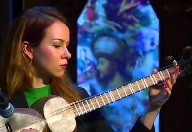 Украинка исполнила азербайджанский мугам на таре