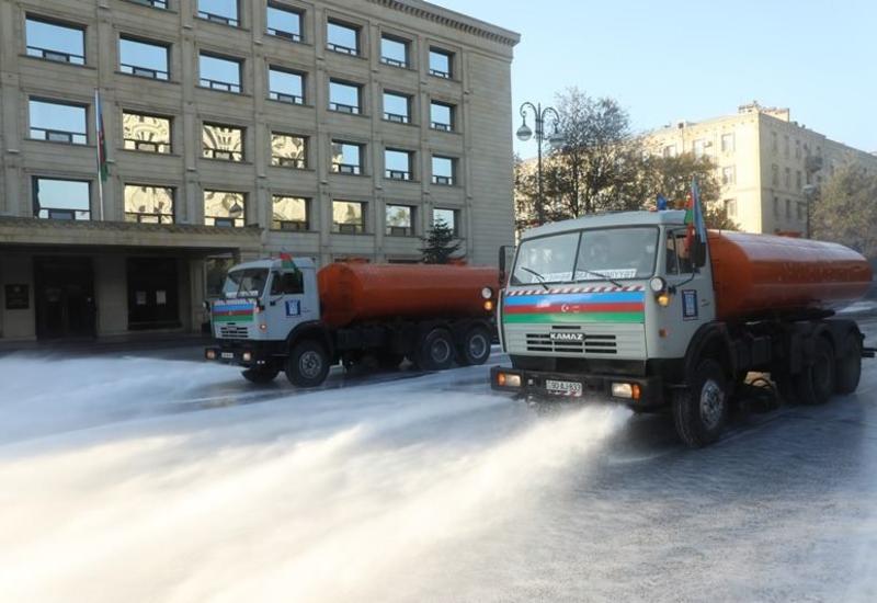 В Баку проводят дезинфекцию улиц