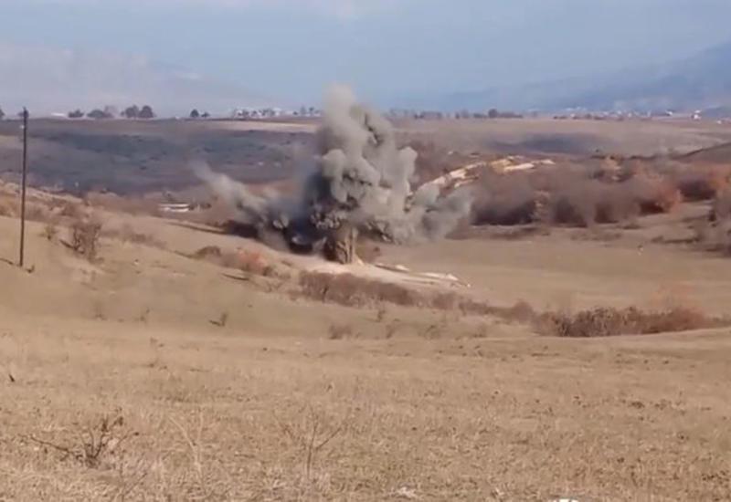 Российские саперы обезвреживают найденные в Карабахе взрывоопасные предметы