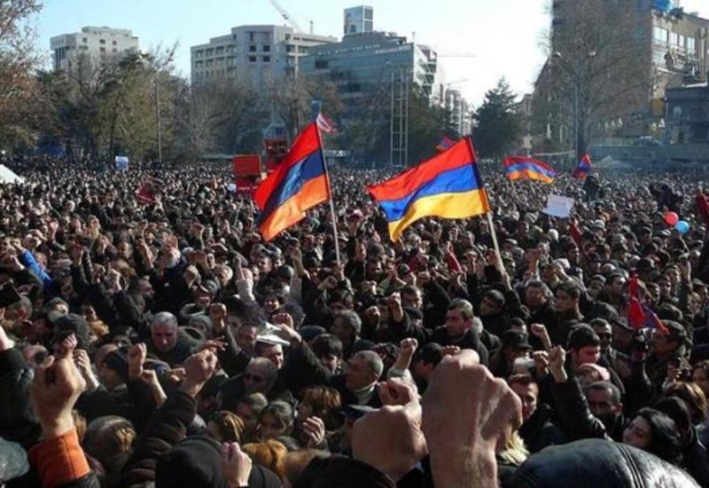 Раздрай в армянском обществе - ереванские против карабахских