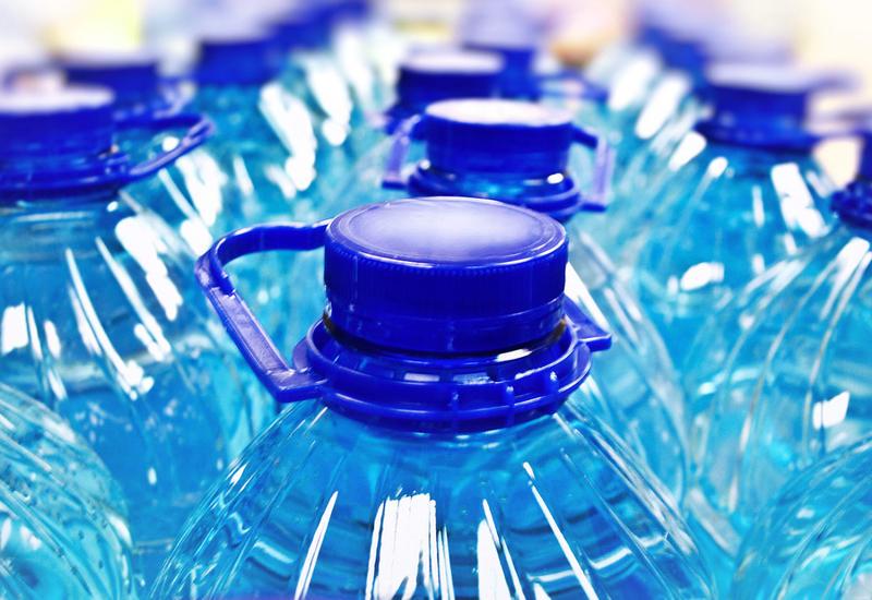 Названы признаки опасной воды в бутылках