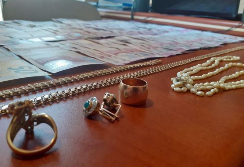 В Баку из автомобиля похитили деньги и ювелирные украшения