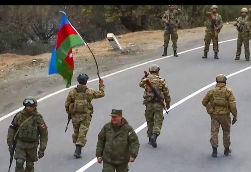 Российские миротворцы сняли в Лачине армянский флаг