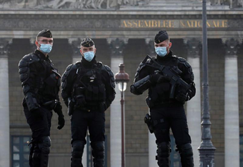 ВоФранции нафоне протестов пересмотрят противоречивую статью закона озащите милиции
