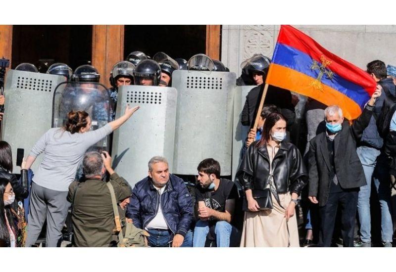 Военное поражение в Карабахе превратилось в национальную катастрофу армян