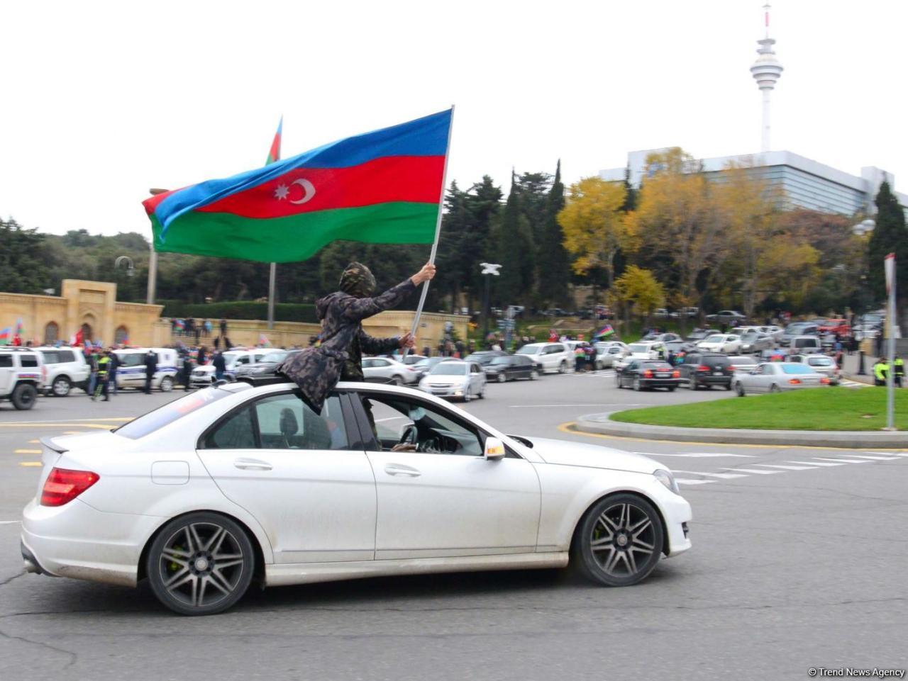 Праздничный автопробег в Баку в связи с освобождением Лачина