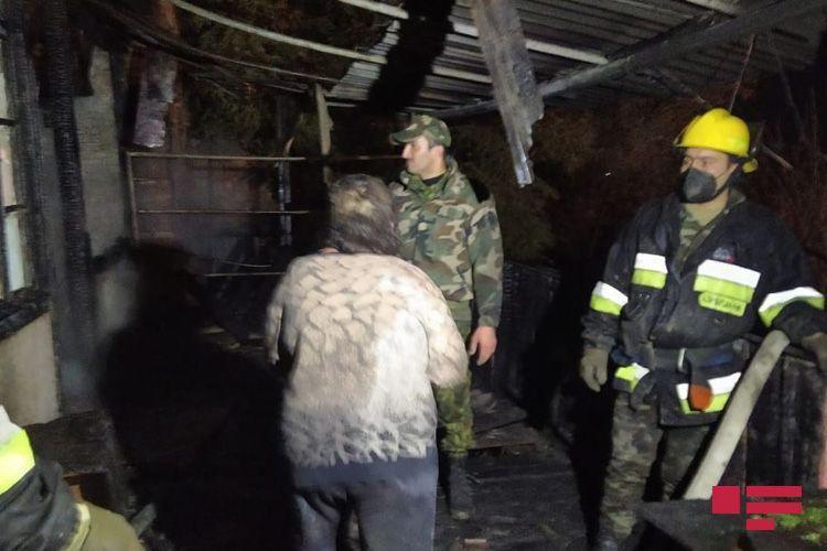 В Азербайджане сгорел дом, хозяин погиб, супруга получила ожоги