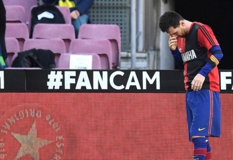 Месси оштрафован на 600 евро за футболку в память о Марадоне