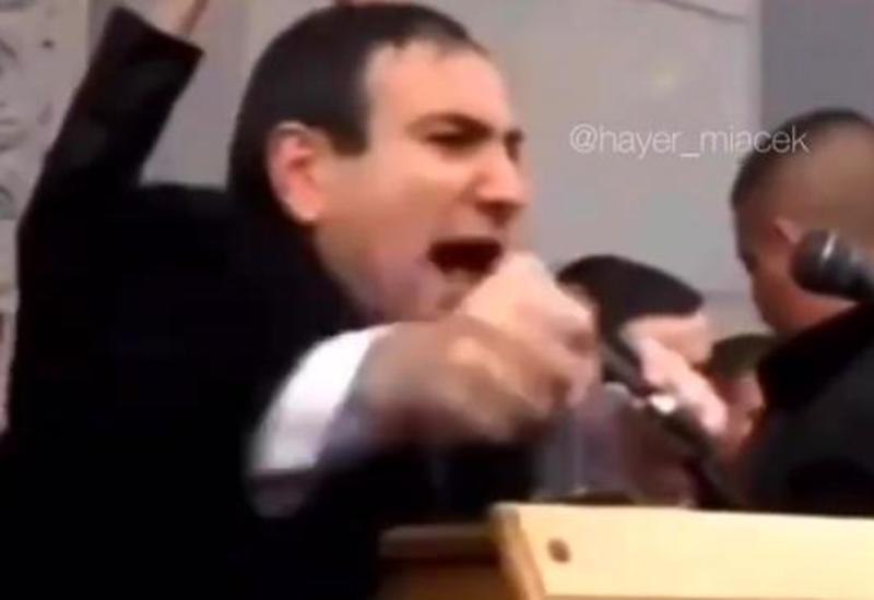 Пашинян подрабатывал заводилой на митингах