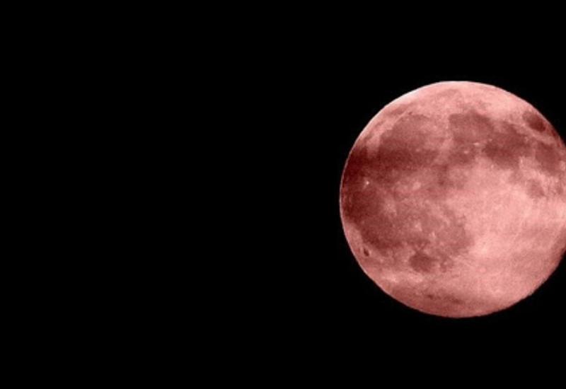 Астролог объяснила появление на небе багровой луны
