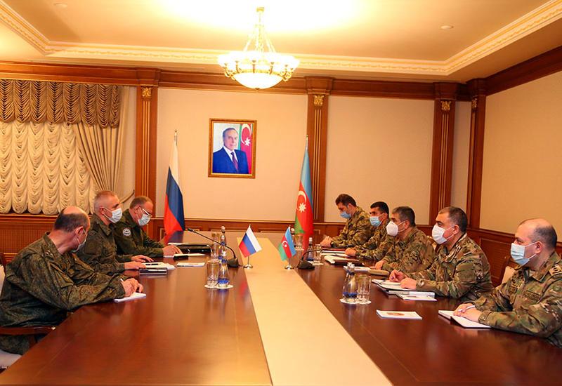 Закир Гасанов на переговорах с командующим миротворческими силами России