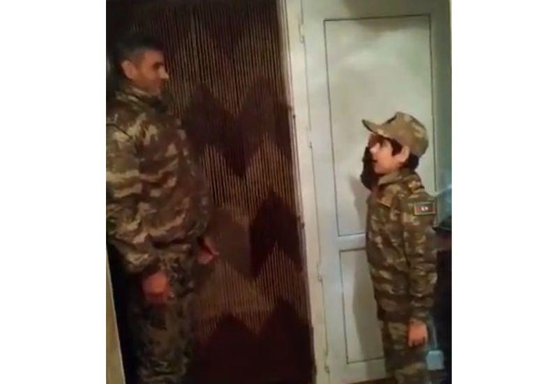 Сын азербайджанского военнослужащего встречает отца воинским приветствием
