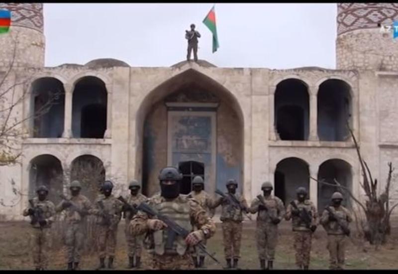 Репортаж о героях, поднявших азербайджанский флаг в Агдаме