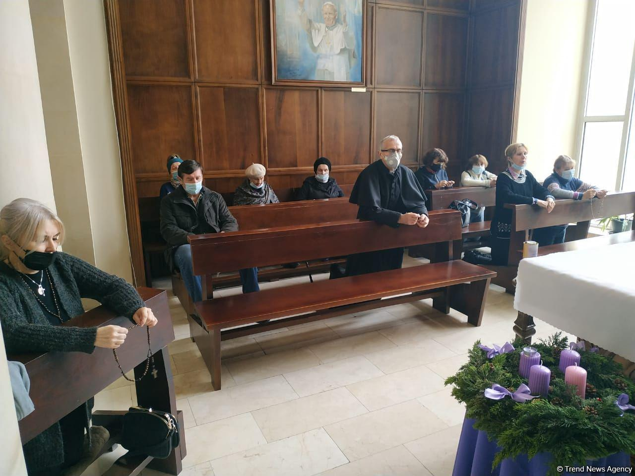В Католической церкви Баку отслужили мессу в память об азербайджанских шехидах