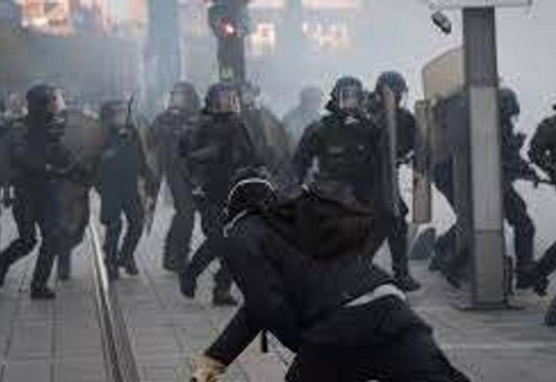 Уличные бои в Париже: камни, пули, слезоточивый газ