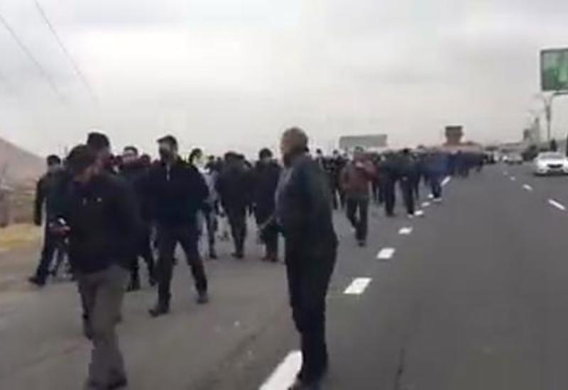 Люди со всей Армении идут пешком в Ереван на митинг против Пашиняна