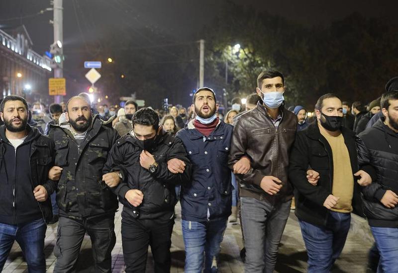 Оппозиция Армении потребовала отставки Пашиняна