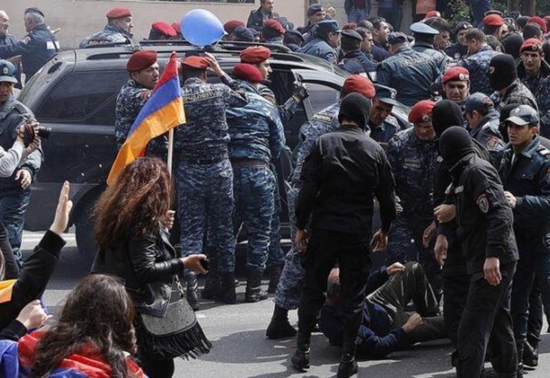 Оппозиция потребовала отпремьера Армении уйти вотставку до8декабря