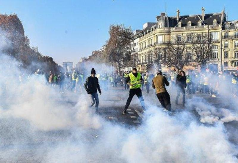 Полиция применила газ на акции протеста в Париже