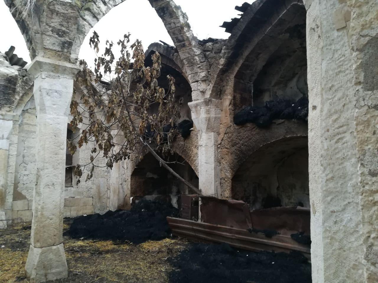 """Корреспондент """"Коммерсант"""" показал разрушенные армянами азербайджанские кладбища и мечети в Агдаме"""