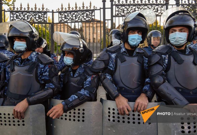 К зданию парламента Армении стянуты силы полиции