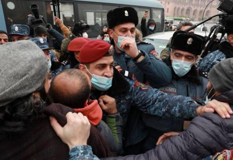 В Ереване начались аресты оппозиционеров
