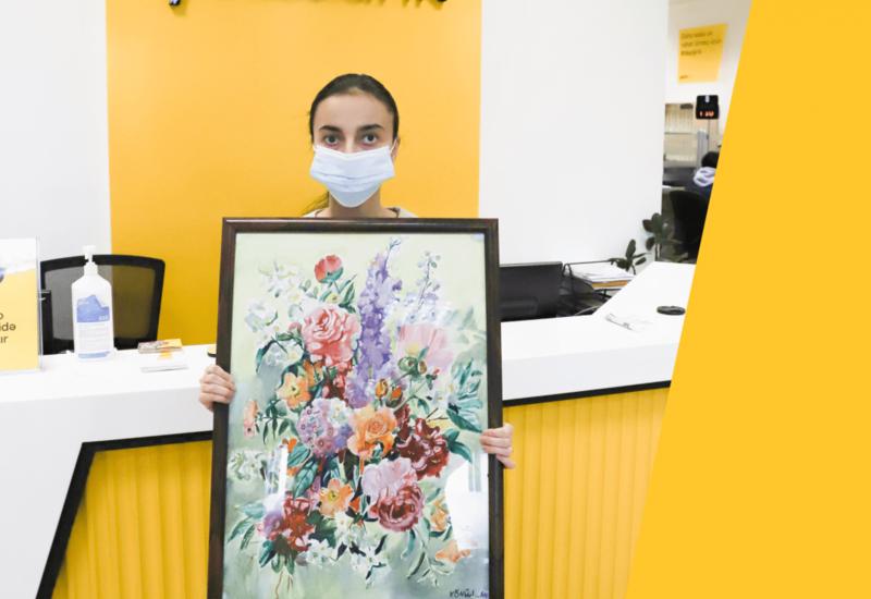 Юная художница подарила свою картину Yelo Bank