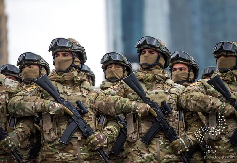 К зарплате военнослужащих в Карабахе установлены срочные надбавки в размере 100%