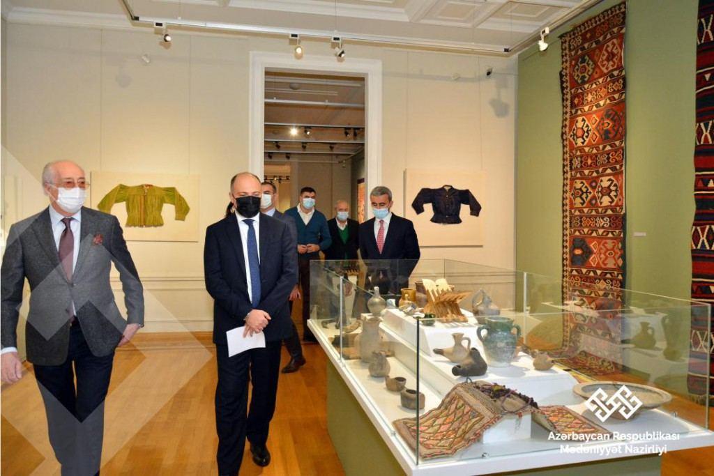 В Азербайджан привезены три уникальных ковра XVII-XIX веков