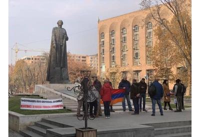 В Ереване требуют убрать российскую военную базу в Армении - митинг у памятника Нжде - ФОТО