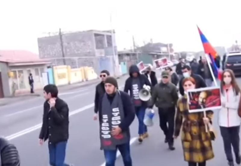 Протестующие в Ереване перекрыли дорогу, ведущую к аэропорту «Звартноц»