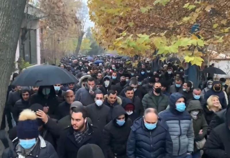 В Ереване продолжаются акции с требованием отставки Пашиняна