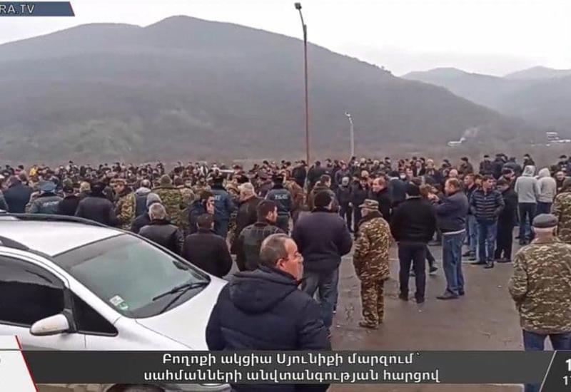 В Армении открыли огонь на акции протеста