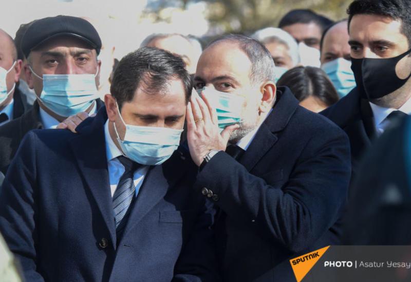 Пашинян прервал поездку по Армении