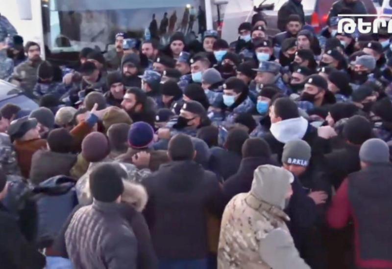 Жители приграничной с Азербайджаном области не пускают к себе Пашиняна