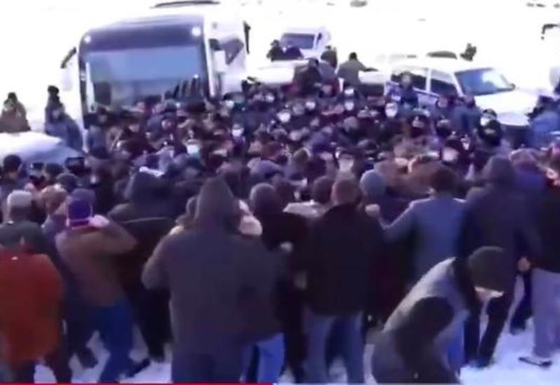 В Зангезуре армяне столкнулись с полицией - обстановка накаляется