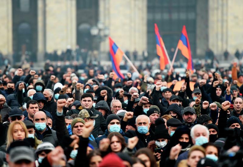 Сотни противников Пашиняна собрались у Дома правительства в Ереване