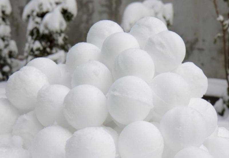 Оппозиционеры атаковали снежками кортеж Пашиняна