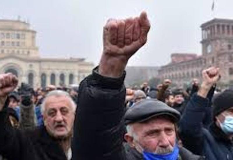 В центре Еревана собираются требующие отставки Пашиняна