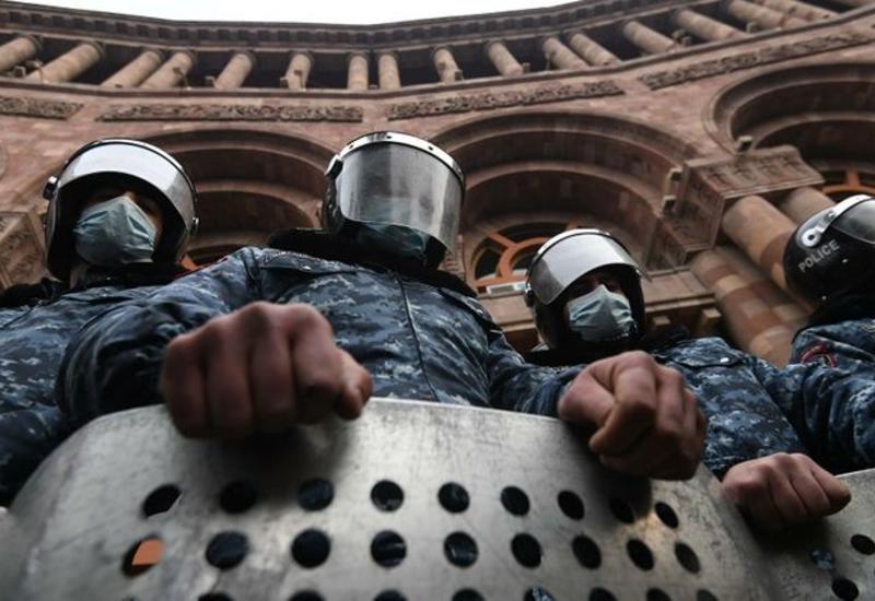 Полиция задержала 69 участников акции протеста у здания кабмина в Ереване