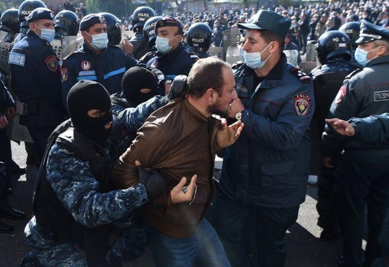 В Армении начали задерживать участников акции протеста