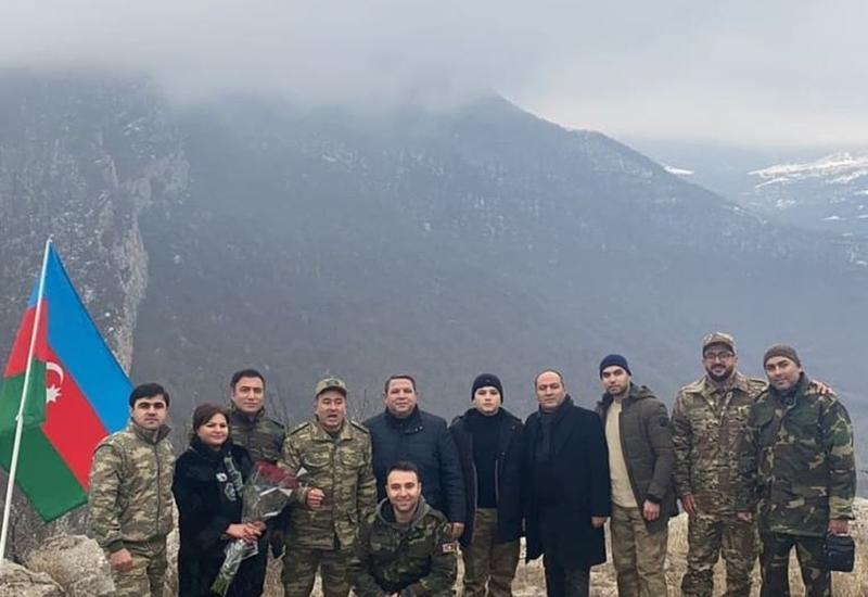 "Известные певцы исполнили песню ""Şuşanın dağları"" в городе Шуша"