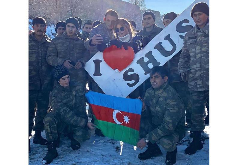 Айгюн Кязымова и азербайджанские солдаты передают привет из Шуши