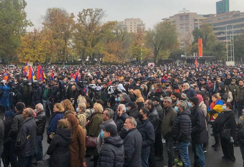 Армянская оппозиция начала в Ереване шествие с требованием отставки Пашиняна