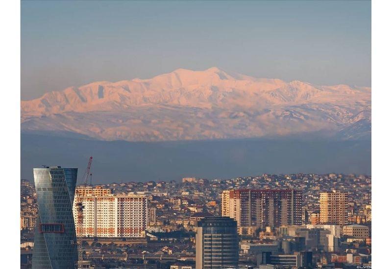 Утренний Баку с видом на гору Бабадаг в объективе Лёкина